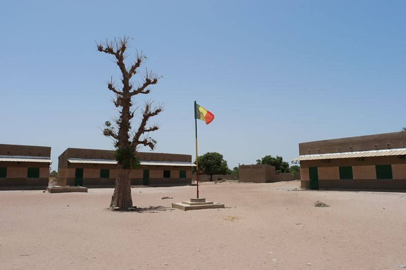 Cour Lycée Nguéniène